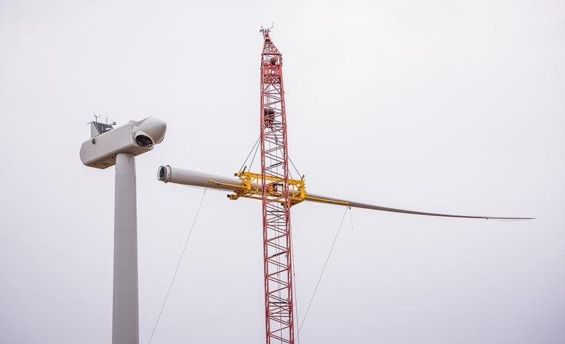Lifting a blade to a Vestas turbine - Oct. 2018